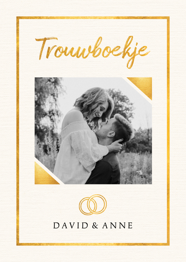 Trouwkaarten - Trouwkaart in trouwboek vorm met witte achtergrond