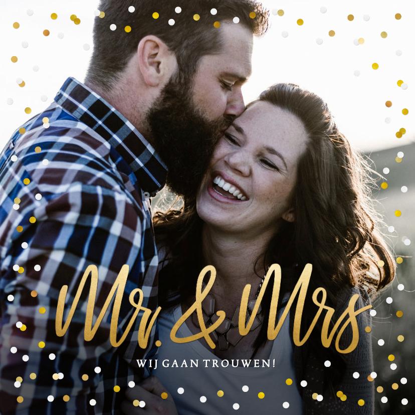 Trouwkaarten - Trouwkaart Mr & Mrs goud - met eigen foto en confetti kader