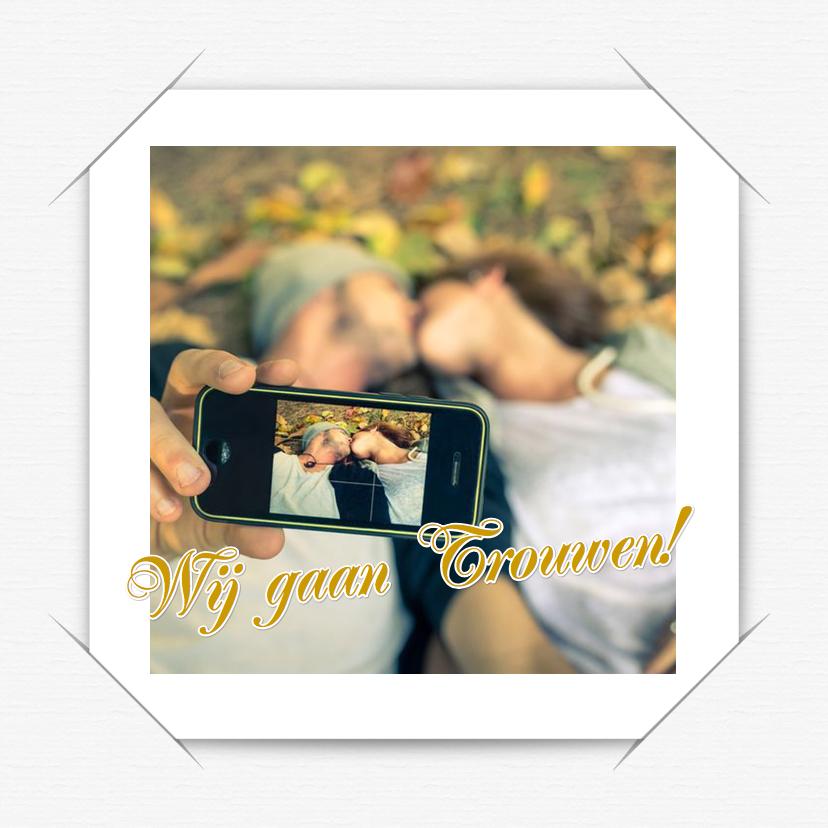 Trouwkaarten - Trouwkaart selfie wit a RB
