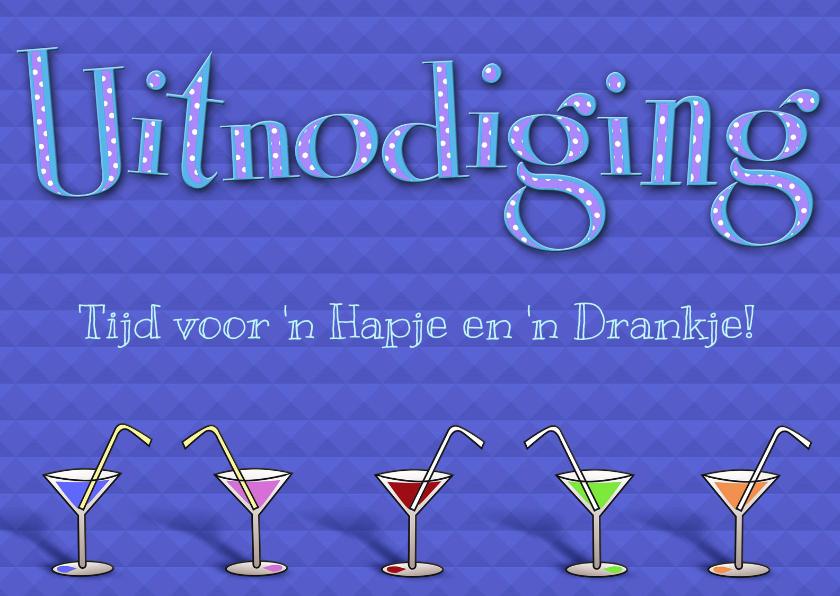 Uitnodigingen - Leuke uitnodiging met glazen en tekst op blauwe achtergrond