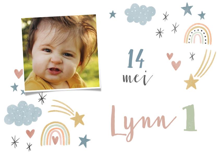 Uitnodigingen - Lieve uitnodiging eerste verjaardag regenboogjes en hartjes