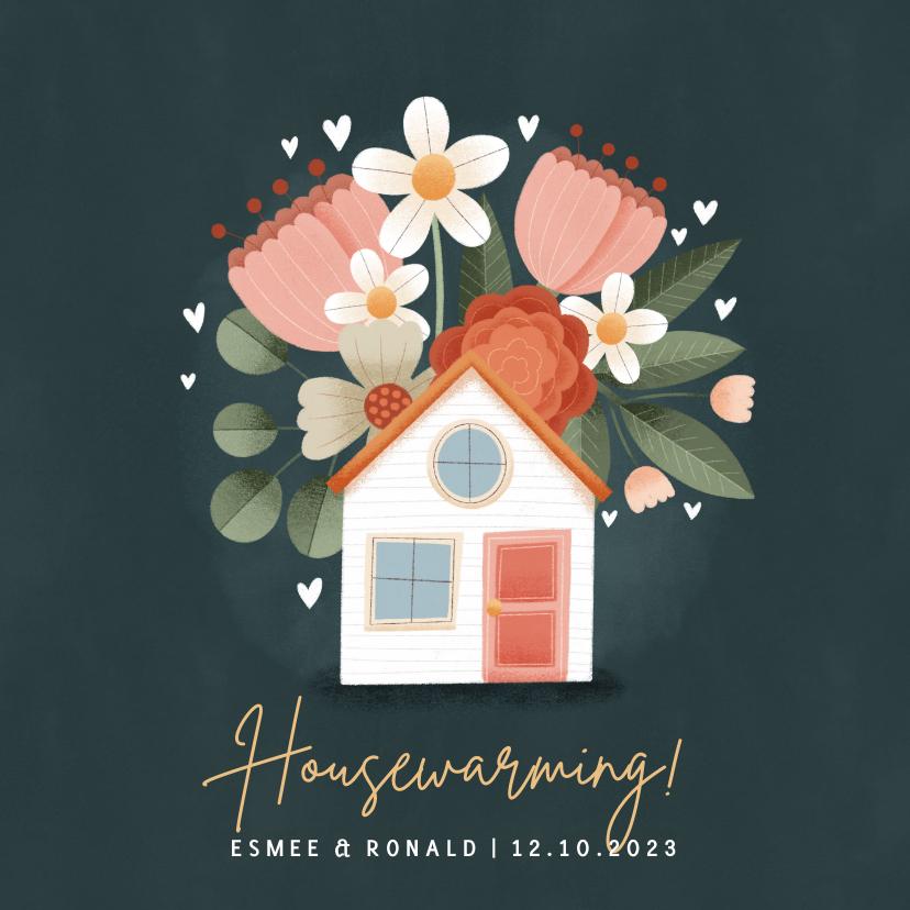 Uitnodigingen - Stijlvolle uitnodiging housewarming met huisje en bloemen