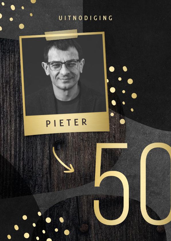 Uitnodigingen - Uitnodiging 50 jaar goud met hout en krijtbord abstract