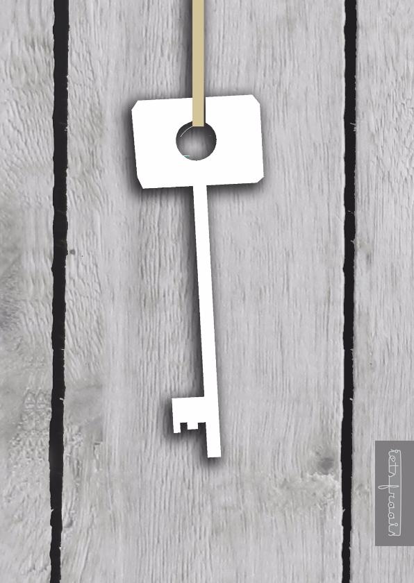 Verhuiskaarten - Hangende sleutel op hout