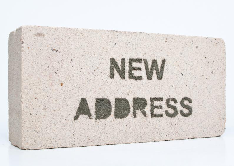 Verhuiskaarten - NEW ADDRESS op witte baksteen