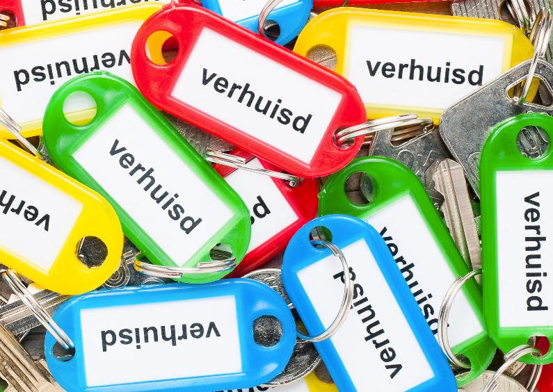 Stapel sleutels met labels met verhuisd 1