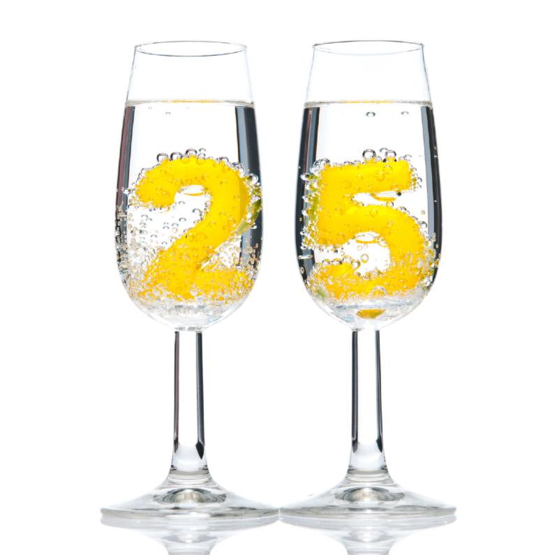 Verjaardagskaarten - 25 in champagneglazen