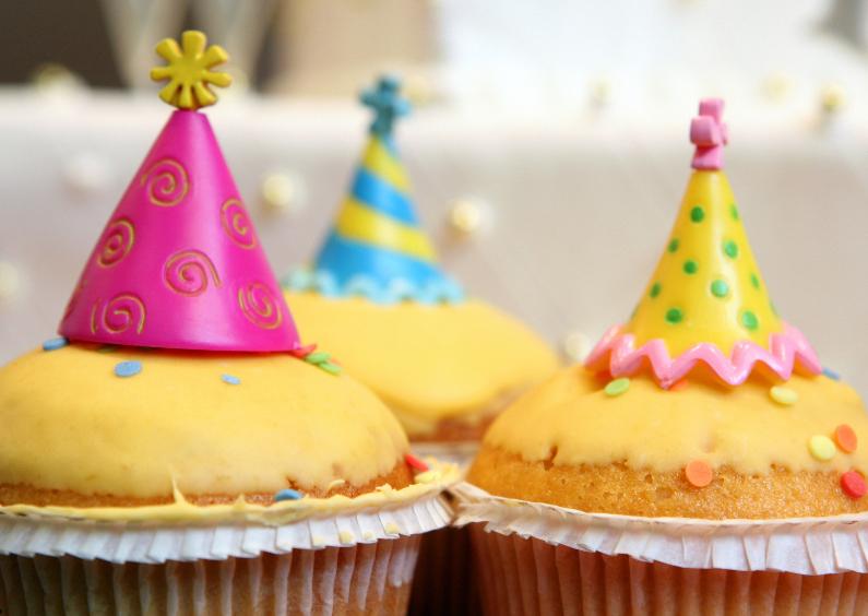 Verjaardagskaarten - 3 versierde muffins - OT