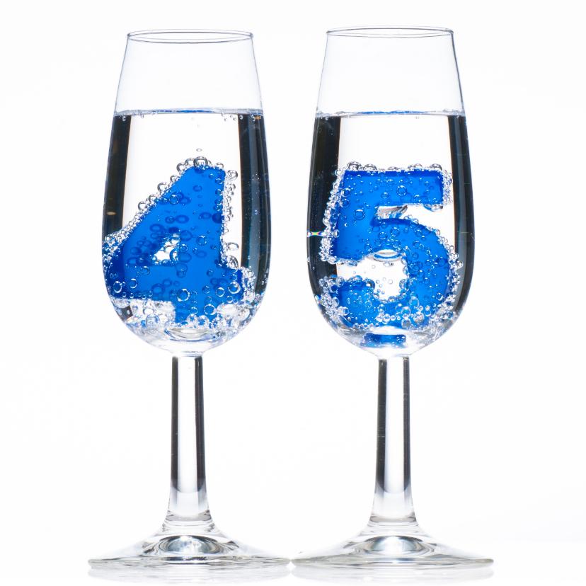 Verjaardagskaarten - 45 in champagne glazen met bubbels