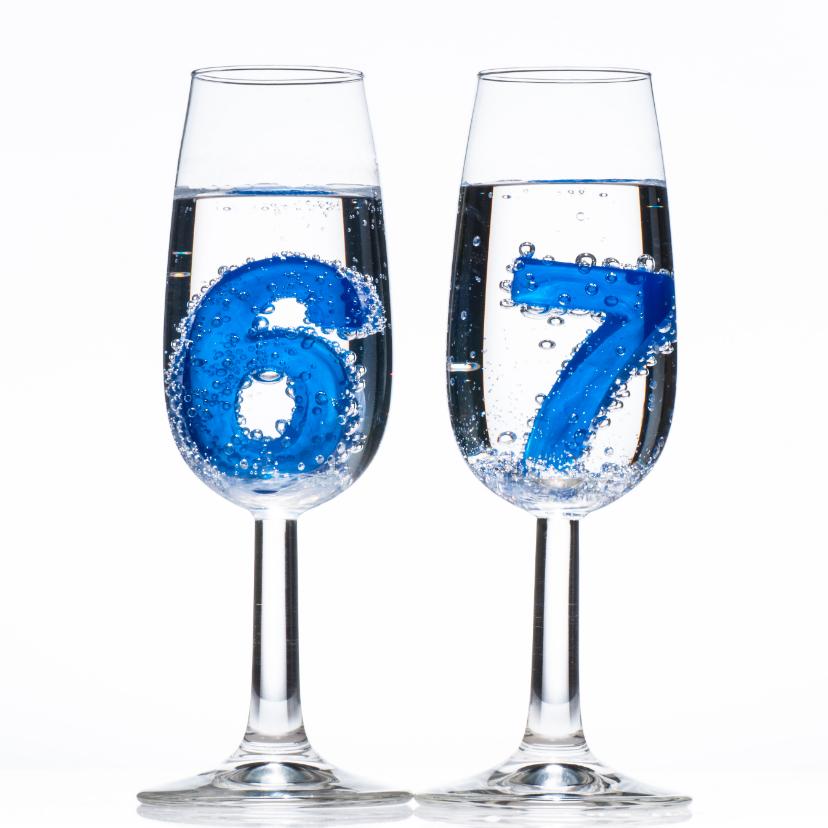 Verjaardagskaarten - 67 in champagne glazen met bubbels