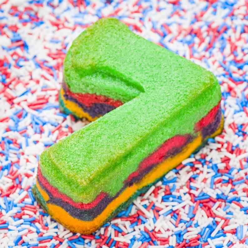 Verjaardagskaarten - 7 van regenboog cupcake