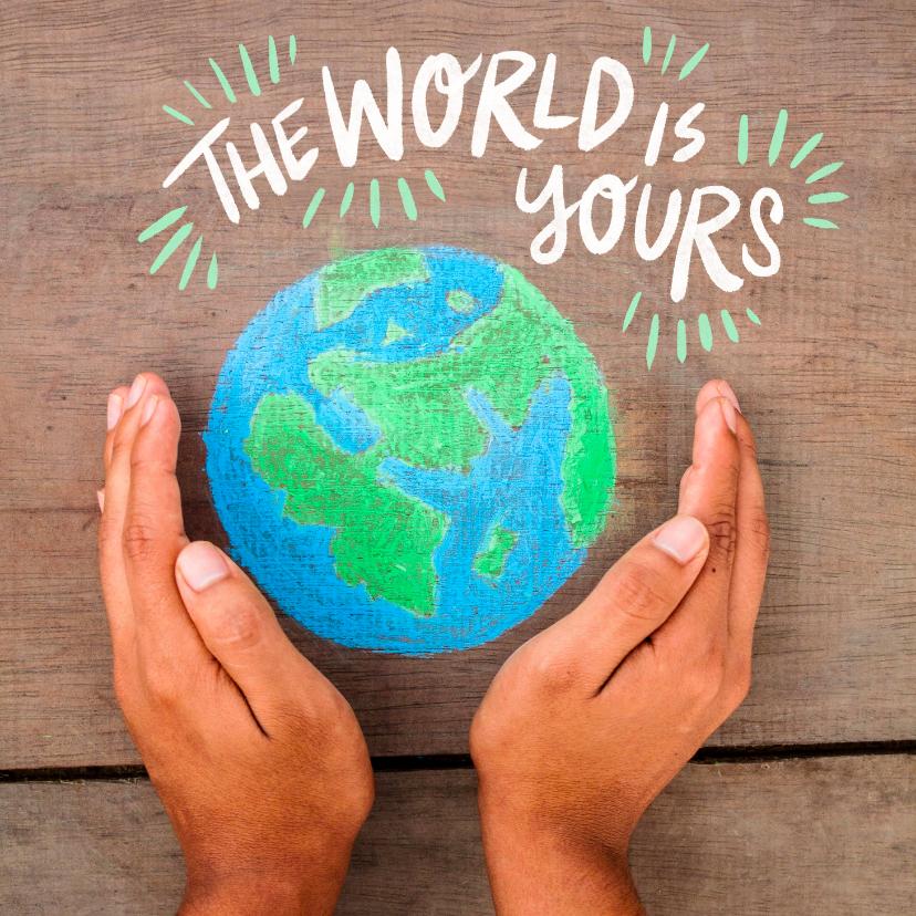 Verjaardagskaarten - Bruine achtergrond hout met wereldbol in handen