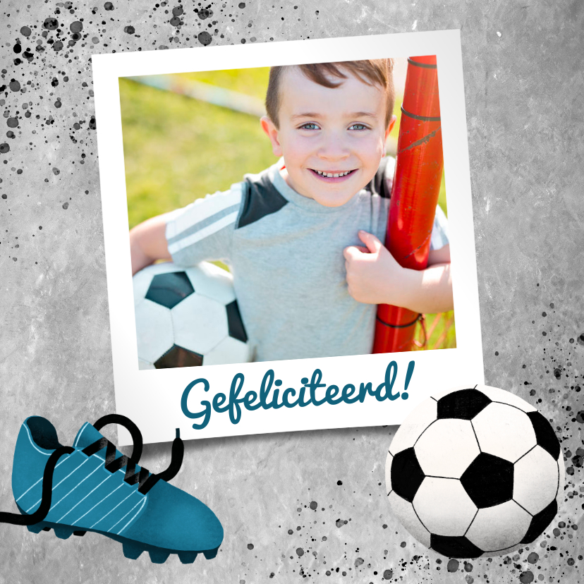 Verjaardagskaarten - Stoere felicitatiekaart met beton en voetbal voor een jongen