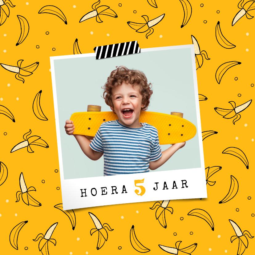 Verjaardagskaarten - Verjaardagskaart jongen meisje hip banaan foto confetti