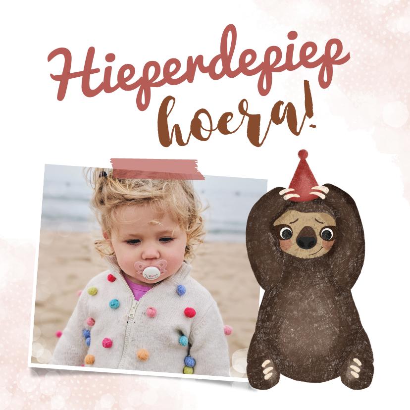 Verjaardagskaarten - Verjaardagskaart roze met luiaard en aanpasbare foto