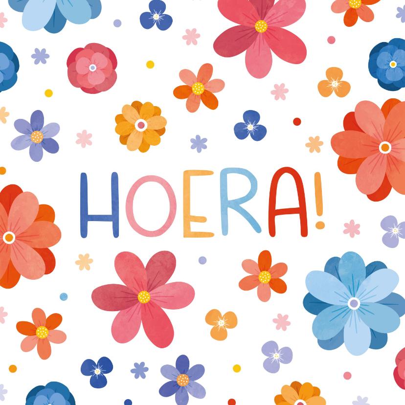 Verjaardagskaarten - Vrolijke verjaardagskaart met bloemen hoera