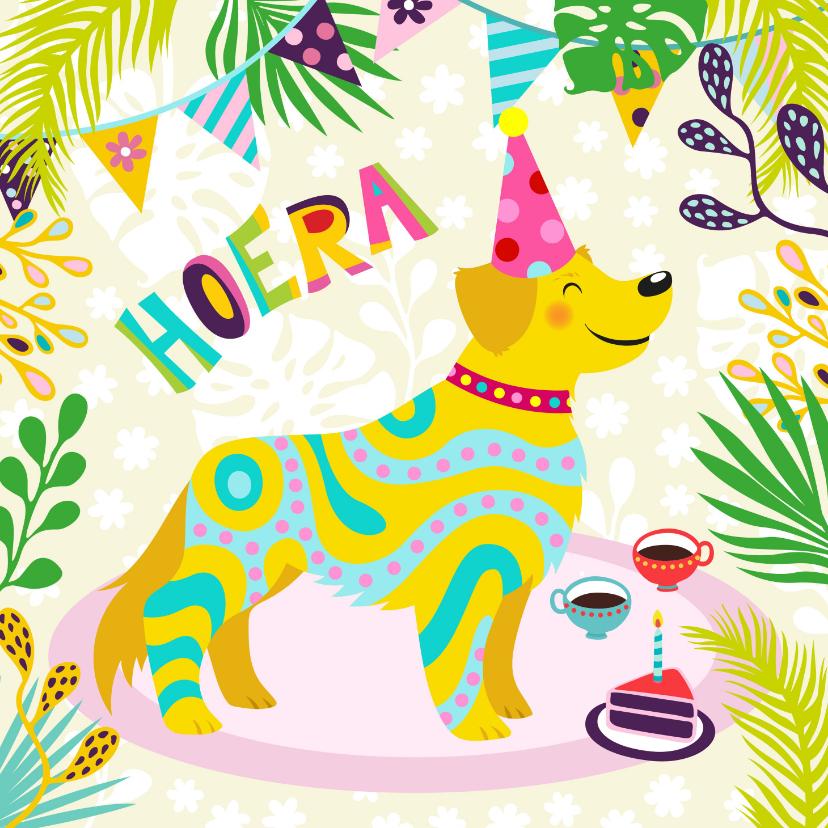 Verjaardagskaarten - Vrolijke verjaardagskaart met hond, slingers en bloemen