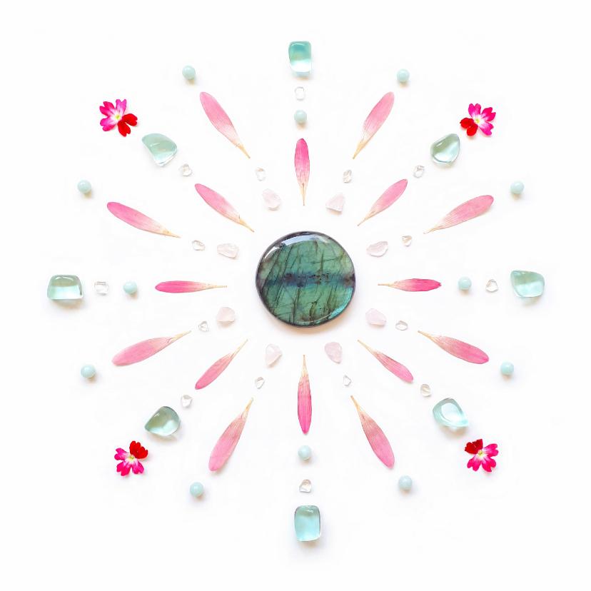 Vriendschap kaarten - Vriendschapskaart mandala met roze bloemen en edelstenen