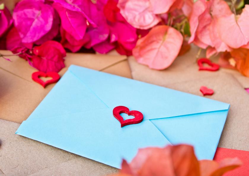 Zomaar kaarten - Ik denk aan je kaart met blauwe brief en roze bloemen