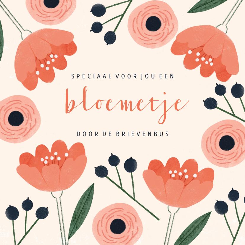 Zomaar kaarten - Zomaar kaart vrouw rode bloemetjes door de brievenbus
